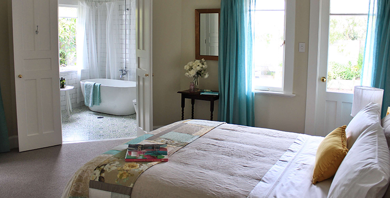 Boutique-Accommodation-Whanganui-NewZealand-BrownsBoutiqueBnb-WatercolourRoom